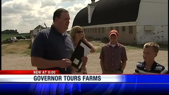 Governor visits drought-stricken farms