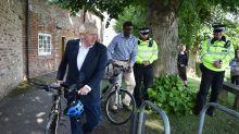 Boris Johnson, cazado en bici a 11km de su casa durante el confinamiento