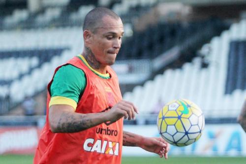 Leandrão está à disposição do Vasco, mas clubes têm interesse no atacante