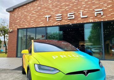 Tesla 與驕傲同行!完成分享動作 獲得彩虹 Model X 三天駕駛體驗
