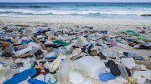 Diese Hawaiianerin surft im Müll – und hat eine Mission