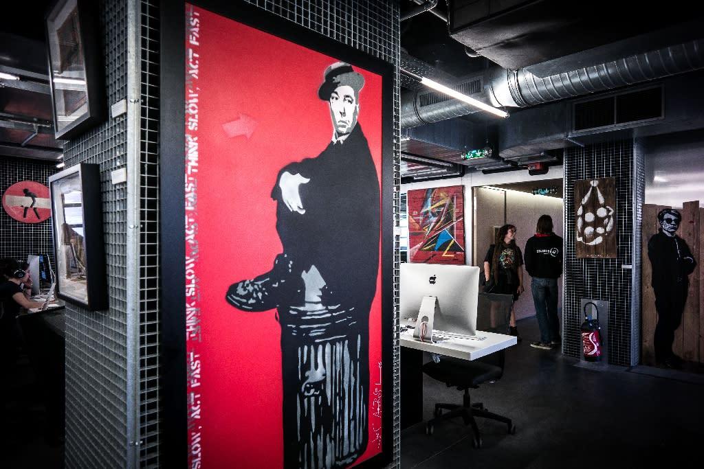 Street Art Graduates To Paris Gallery