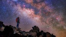 """La Vía Láctea sobre Canarias: el impresionante cielo nocturno de """"Cosmoislas"""""""
