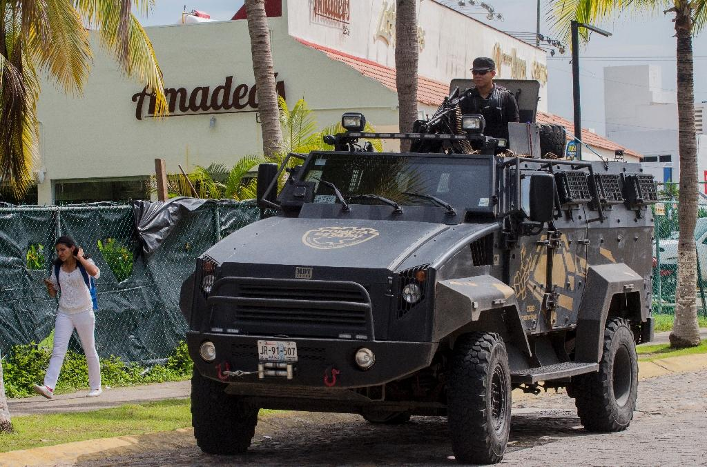 """State police patrol during a security operation in Puerto Vallarta in the western Mexican state of Jalisco after the son of drug lord Joaquin """"El Chapo"""" Guzman was kidnapped (AFP Photo/Hector Guerrero)"""