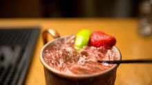 ¿Coctel con vodka en taza de cobre?, ¡cuidado!