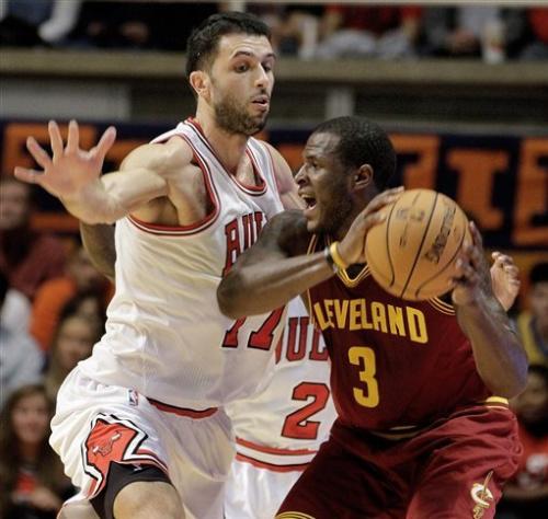 Cavaliers beat Bulls 86-83 behind Waiters