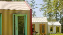Pessoas em situação de rua na Holanda criam vila sustentável movida a energia solar