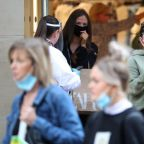 Experts urge government to make masks mandatory in shops as ministers resist changing rules
