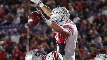 Ohio State passes shaky Clemson in AP poll