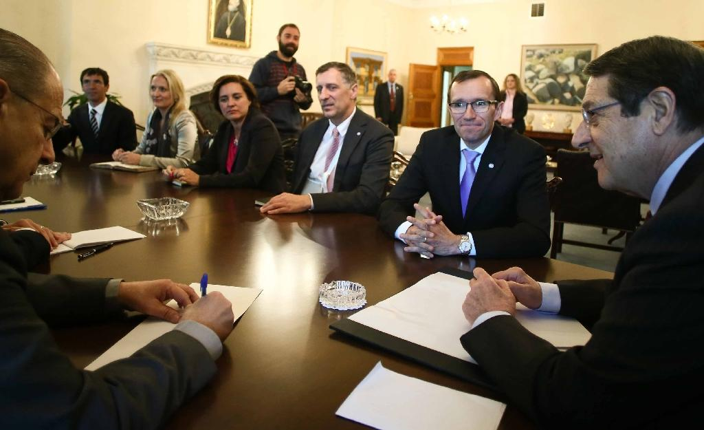 Picture released by the Cypriot government's press office (PIO) shows Cyprus' President Nicos Anastasiades (R) meeting special adviser to the UN on Cyprus Espen Barth (2R) on April 7, 2015 at the presidential palace in Nicosia (AFP Photo/Stavros Ioannides)
