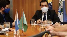 Governador interino troca comando de duas pastas e afasta secretário preso