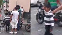 VIDEO | Trabajador de CDMX le quita su mercancía a niño vendedor e ignora sus lágrimas