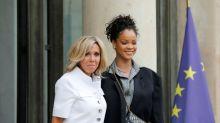 El criticado encuentro de Brigitte Macron y Rihanna hace estallar a Twitter