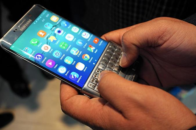 Hands-on with Samsung's clever Keyboard Cover for phones