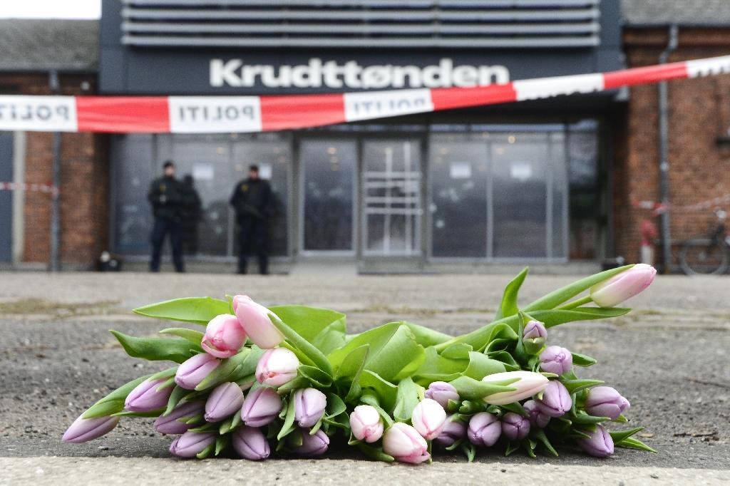 Flowers lay in front of the cultural center Krudttonden in Copenhagen, Denmark, on February 16, 2015, two days after filmmaker Finn Norgaard, 55, was killed there by Danish-Palestinian gunman Omar El-Hussein (AFP Photo/Soren Bidstrup)