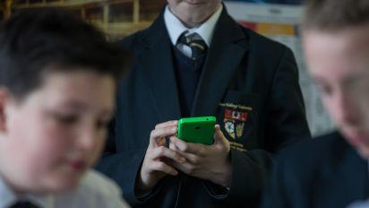 Chief inspector backs school mobile phone ban