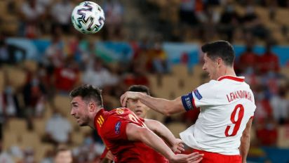 Los errores le cuestan caro a España, que empata 1-1 con Polonia