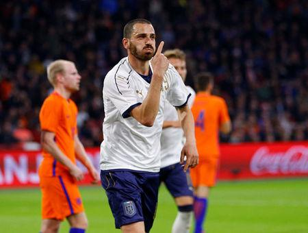 Foto del martes del defensor de Italia Leonardo Bonucci celebrando tras marcar ante Holanda
