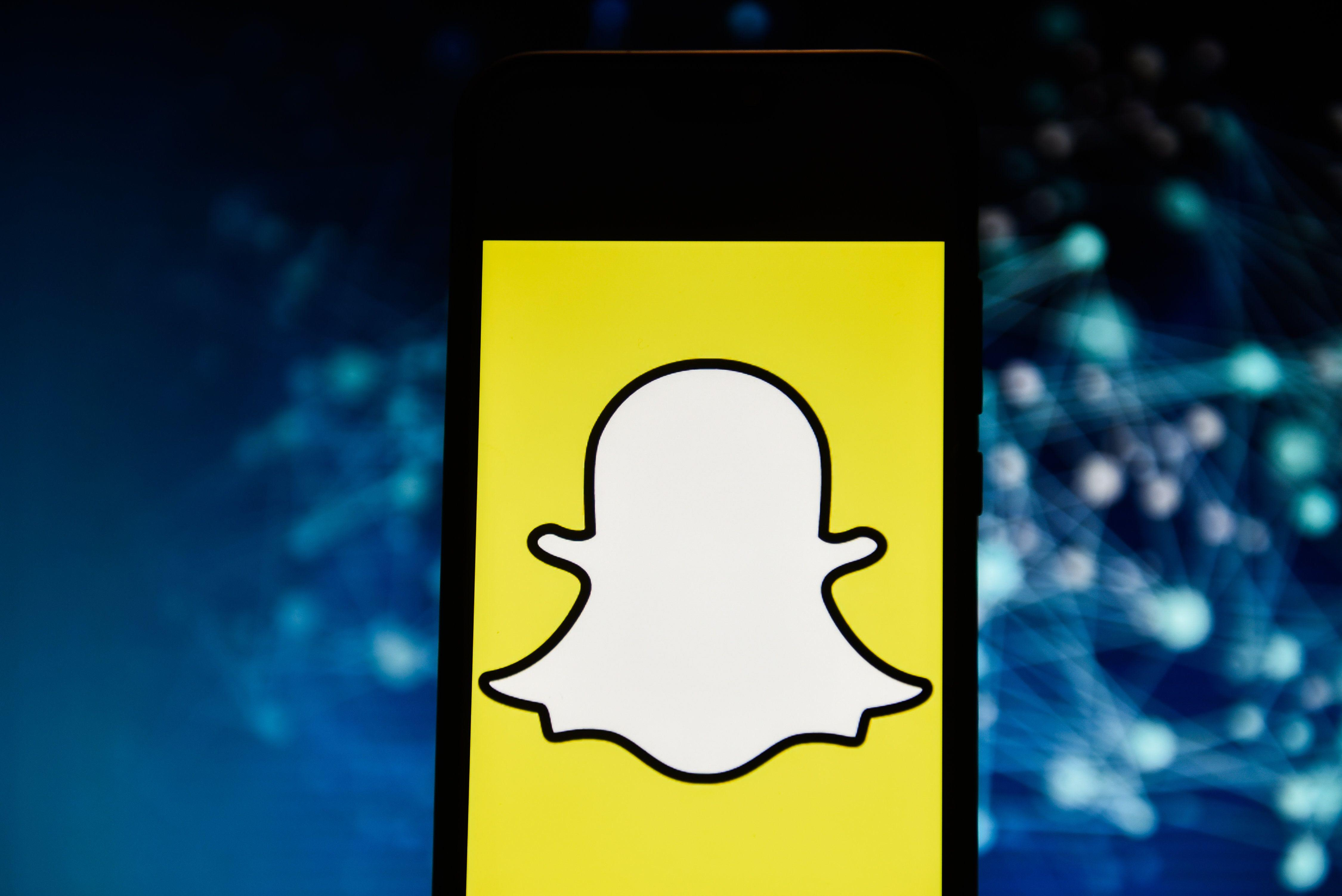 Snap stock is overvalued and may crash: Tech