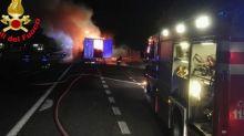 Incendio di un tir sulla A4: autostrada chiusa per 30 minuti verso Milano