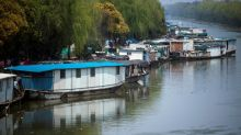 Shanghai river clean-up leaves boat-dwellers in limbo