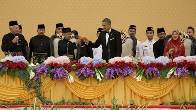 Obama Dines With Malaysia's Royal Family