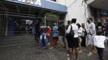 Caixa abre 770 agências neste sábado para 9 milhões de pessoas sacarem até R$ 1.045 do FGTS e R$ 600 do auxílio emergencial