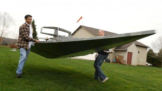 動画:4m超の手製『スター・デストロイヤー』ドローンが初飛行に成功、すぐ墜落 - Engadget 日本版