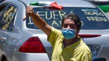 Con manifestaciones a favor y en contra reciben a AMLO en su visita a Jalisco