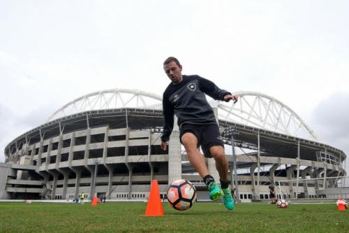 Montillo anuncia retorno aos gramados: 'Vou seguir trabalhando'