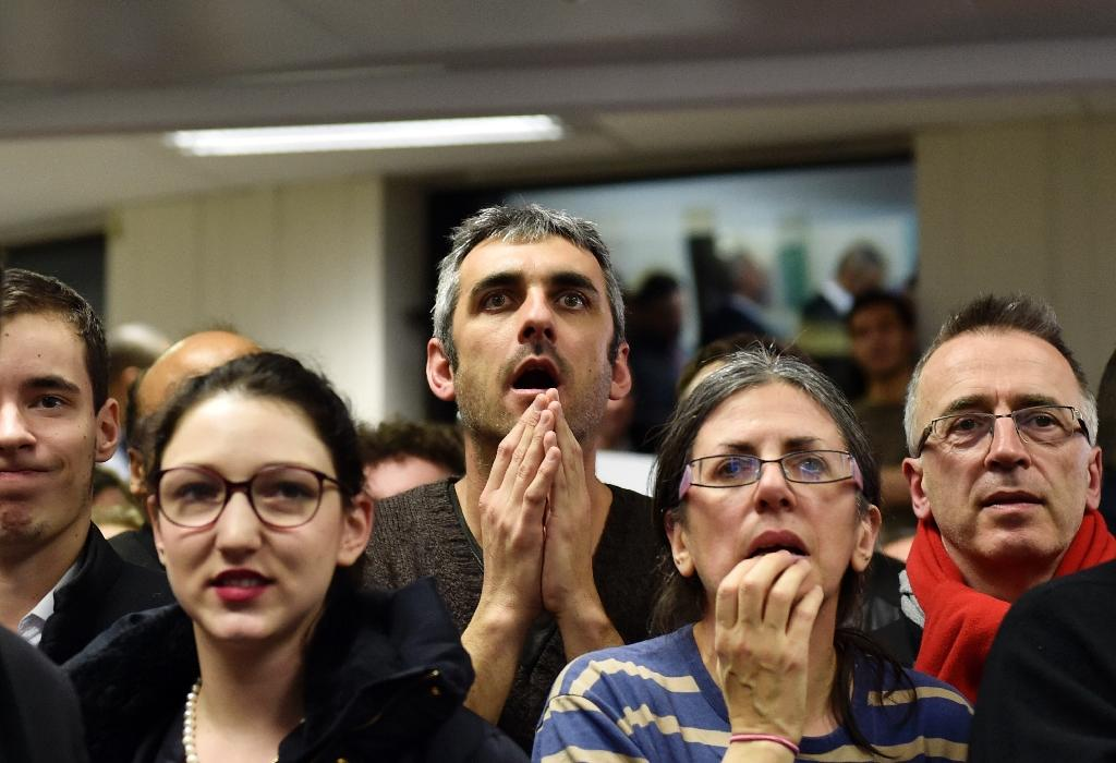 French Socialist Party (PS) supporters react to the results of the French regional elections in Paris on December 13, 2015 (AFP Photo/Loic Venance )