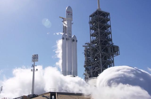 SpaceX tests the Falcon Heavy's 27 engines ahead of first launch (updated)