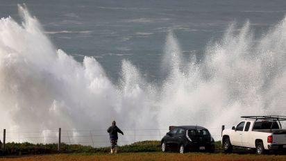 NWS: Don't 'risk certain death' in huge Calif. waves