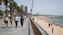 Barcelona contempla imponer restricciones mientras España lucha contra nuevos focos