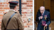 Un biopic sur le centenaire britannique qui a récolté 38 millions d'euros pour les soignants