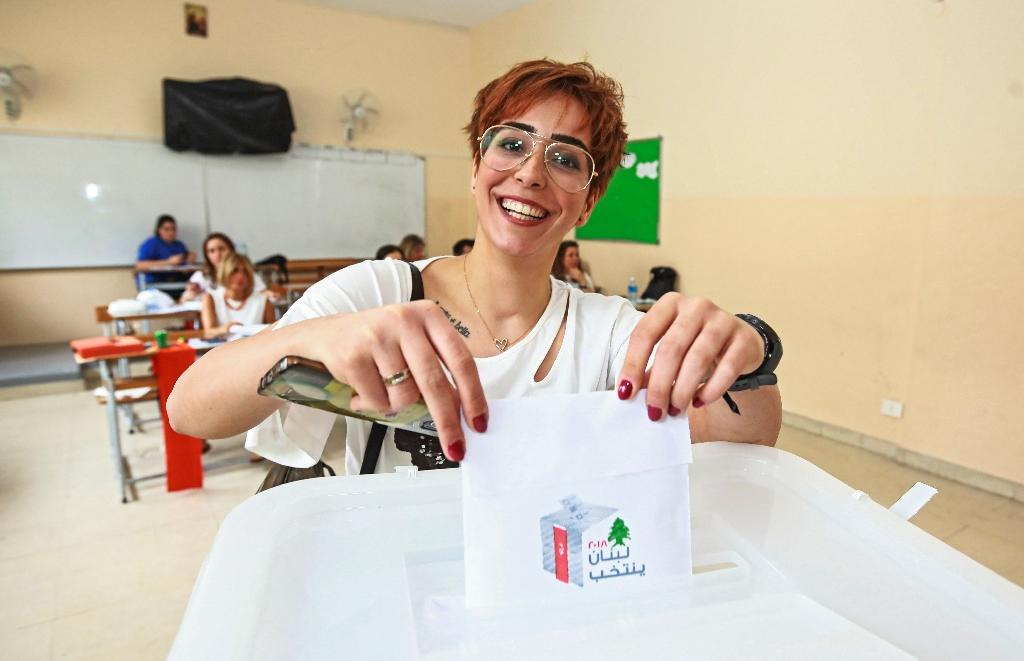 A Lebanese woman casts her ballot at a polling station in Beirut on May 6, 2018 in the country's first parliamentary election in nine years (AFP Photo/ANWAR AMRO)