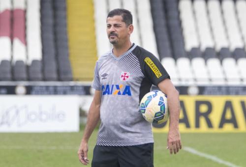Valdir Bigode deve comandar o Vasco no clássico contra o Botafogo