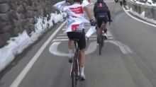 Giro - WTF - Giro: Quand Jay Hindley galère pour enfiler son coupe-vent