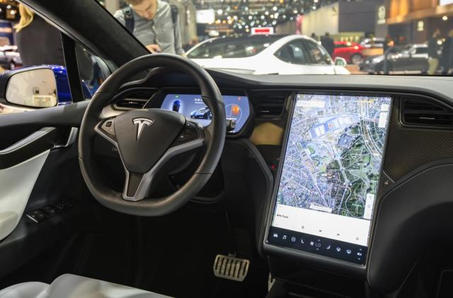 Tesla's Autopilot could soon detect traffic lights