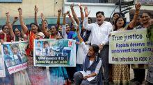 Policía india mata a 4 hombres sospechosos de violación grupal y asesinato; genera celebraciones