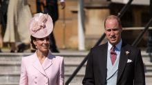 Fans esperan hasta dos horas para visitar el jardín de Kate Middleton
