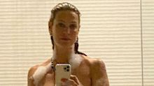 """Luana Piovani posa nua durante banho de espuma e ganha elogios: """"Mulherão"""""""