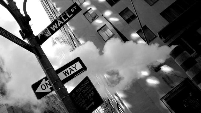Wall Street a galla col Nasdaq, mari in tempesta su Walmart