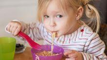 Cómo enseñar a tus hijos modales en la mesa