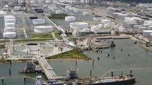 U.S. Crude Suffers Worst Week Since July as Virus Fear Spreads