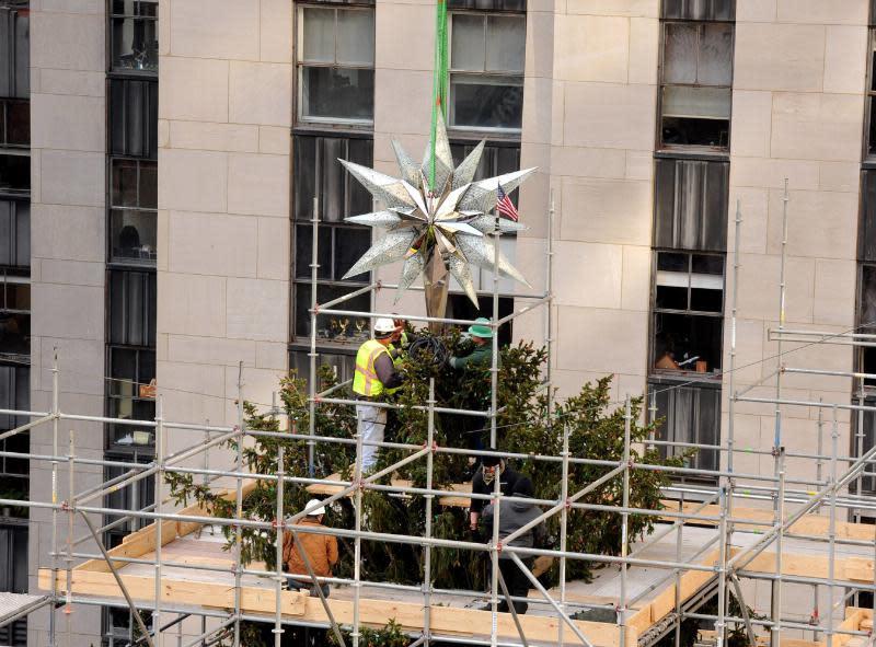 550 Pound Swarovski Star Tops The Rockefeller Christmas Tree