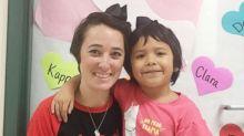 Professora corta cabelo em solidariedade à aluna que sofria bullying