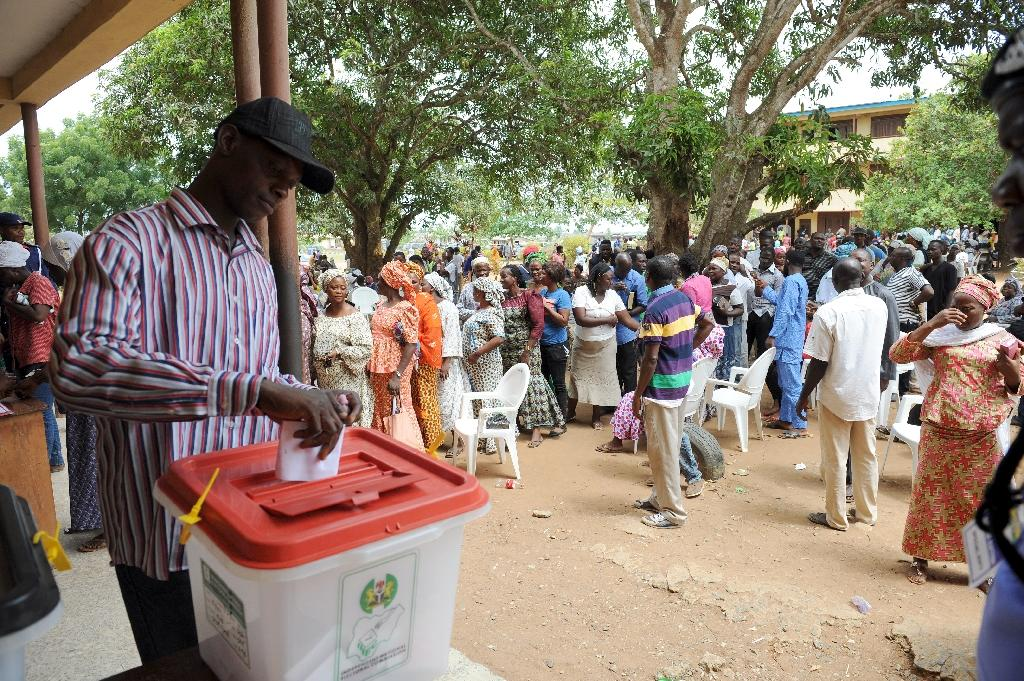 A man casts his vote at the Epe district of Lagos, Nigeria, on April 11, 2015 (AFP Photo/Pius Utomi Ekpei)