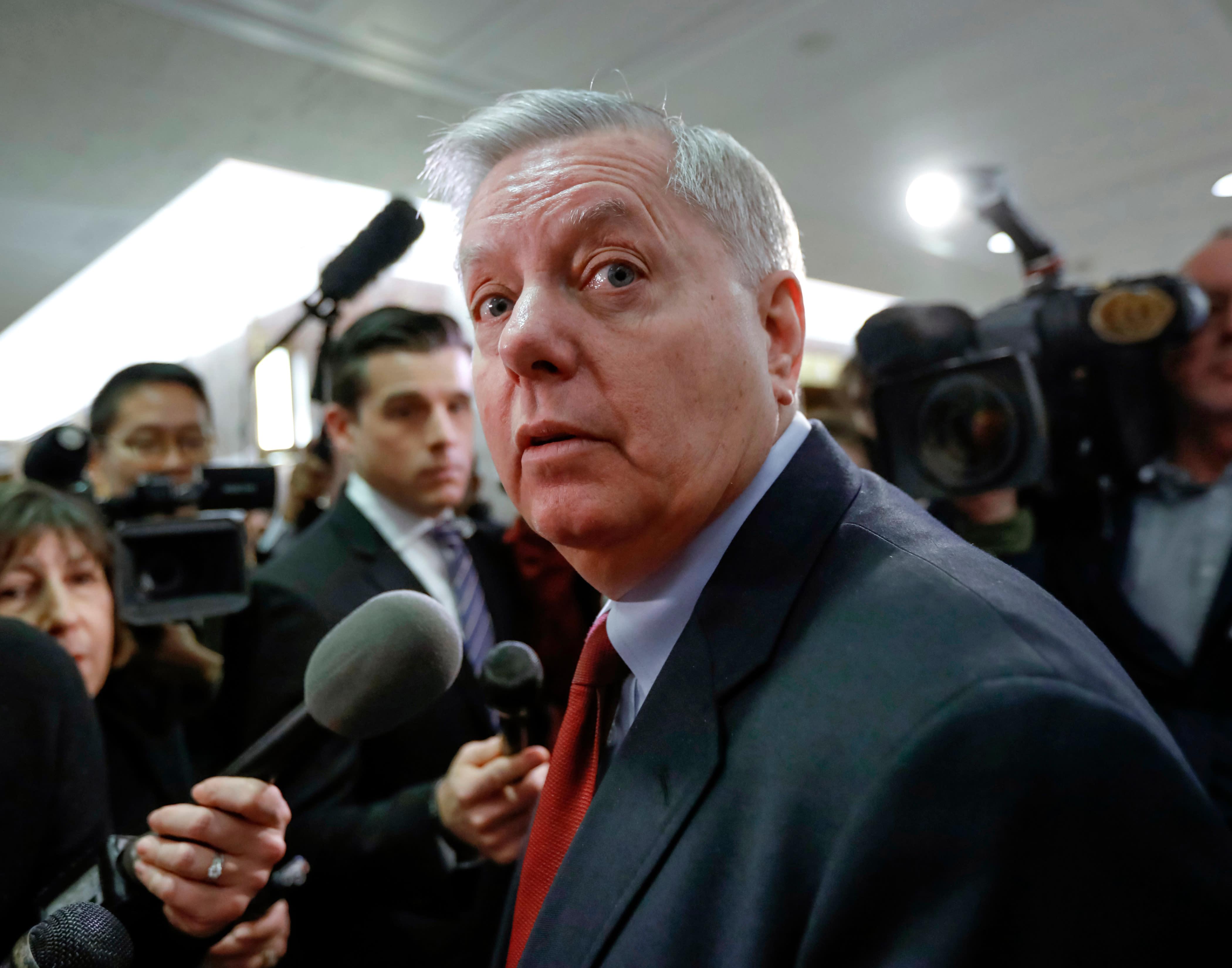 Senators move to protect Mueller as Trump criticizes probe