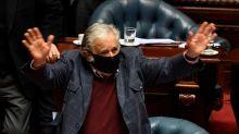 """Mujica se despide como senador: """"Triunfar en la vida no es ganar, es levantarse y volver a empezar"""""""